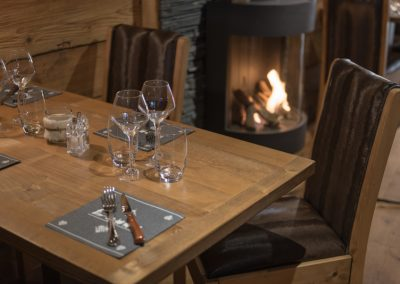 Le Chalet Table au Coin du Feu