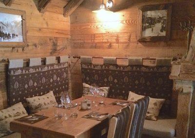 Le Chalet Table Banquette